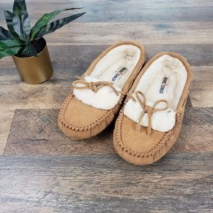Minnetonka - Chestnut Brown Leather Moccasin